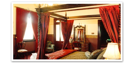 The Joshua Gill Room is the largest room at Ranelagh. With direct access to the Summer Room, veranda and billiard room, the Gill Room features a fully draped queen size four poster bed and antique and period furnishings which combine to ensure that your stay is both grand and luxurious.